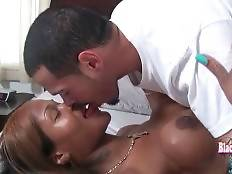 Horny Fellow Sucks She-Male`s Brown Dick 1